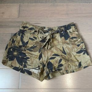 💰SALE💰 Wilfred free shorts